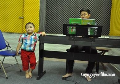 có nên cho bé học hát sớm