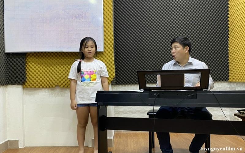 khóa học hát cho trẻ em